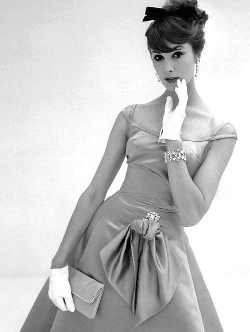 Daphne Abrams <3 Vanity Fair, October 1957: Vanities Fair, Daphne Abrams, Vanity Fair, Fashion Dresses, Vintage Fashion, John French, 50 S, October 1957, 1950S Fashion