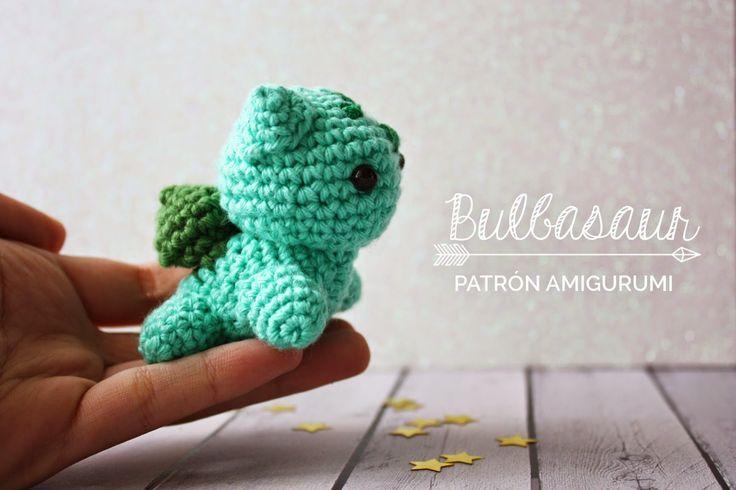 """Bulbasaur - Pokemon Amigurumi - Patrón Gratis en Español - Versión en PDF - Click """"DESCARGAR PATRÓN"""" al final del post aquí: http://www.mummyandannie.com/2015/05/bulbasaur-patron-amigurumi.html"""