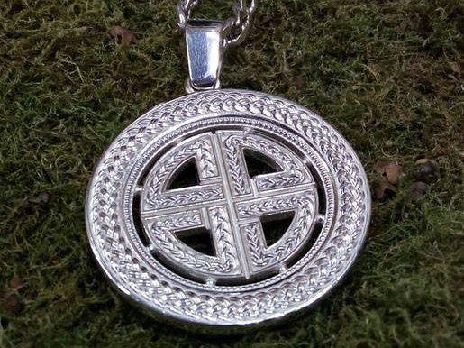 The Viking protective knot. Celtic jewelry. Celtic talisman.