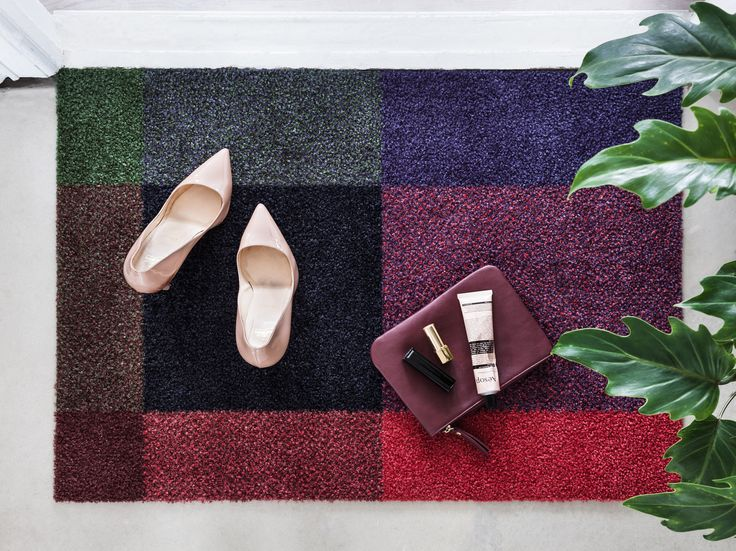 Mix Gem doormat is inspired by the dark but intense colors of natural gems.