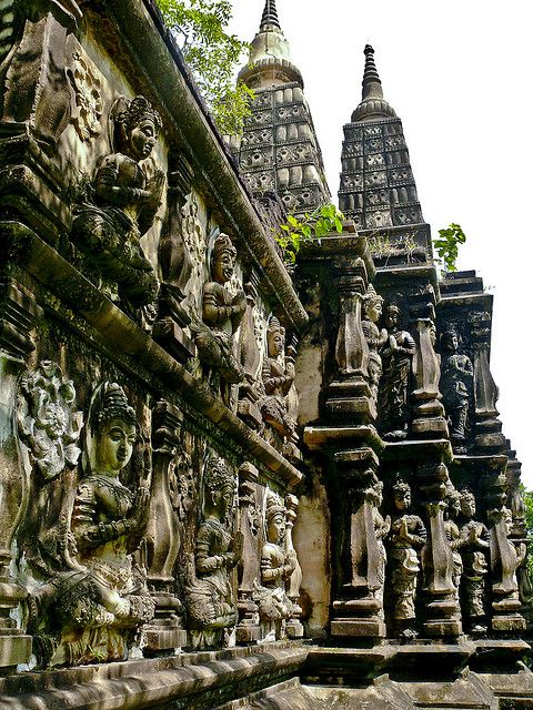 Ancient City - Mueang Buran near Bangkok, one of the world's largest outdoor museum, Thailand (by georg.erber).