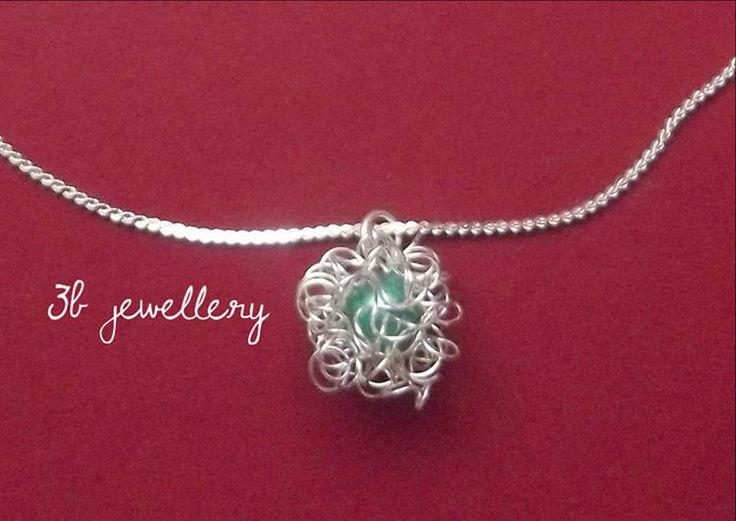playful #fluffy #pendant with #green #pearl in the middle #3bjewellery #wirewrapping #beginner