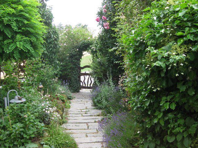 Die besten 25+ Garteneingang Ideen auf Pinterest Garten bogen - gartenbepflanzung am hang