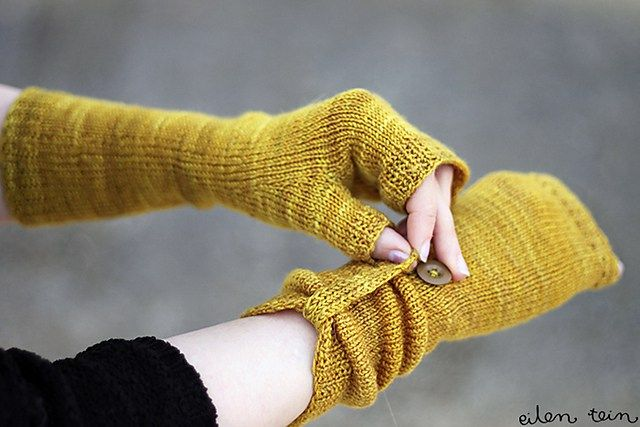 Rye Fingerless Mitts free knitting pattern -- easy clever pattern for stockinette mitts that are ruched with a tab and button More