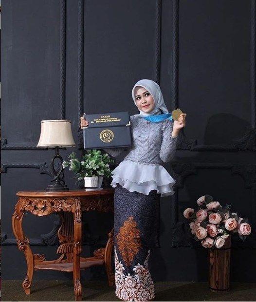Baju Kebaya Wisuda Model Peplum Kombinasi Organza Silver Fashion