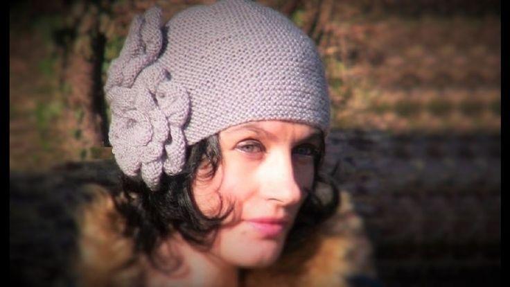 Вязаная шапка спицами: 1 видео. Винтажная шапочка спицами с цветами. Вяз...