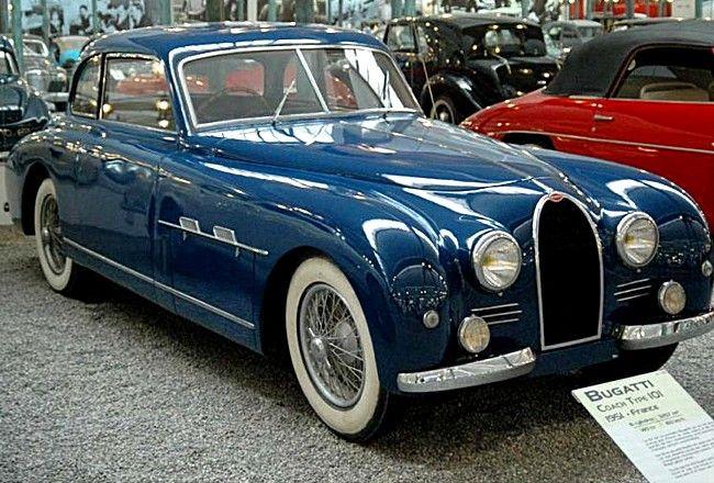 La Bugatti Type 101, cette voiture de collection fut produite de 1951 à 1956, ce véhicule était motorisé avec deux moteurs de 3,2 l pour une puissance de 135 et 188 ch, elle avait un empattement de 3,3 m.
