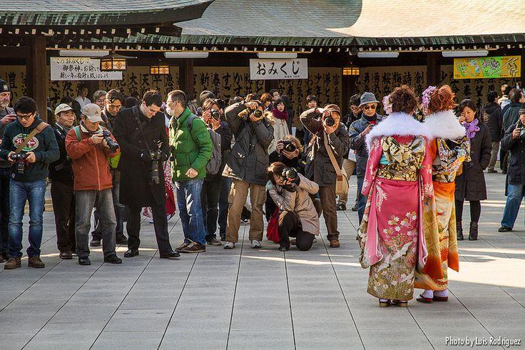 A principios de enero se celebra en Japón el Seijin no hi, celebración de la mayoría de edad. Mirad qué kimonos más bonitos visten las chicas japonesas.