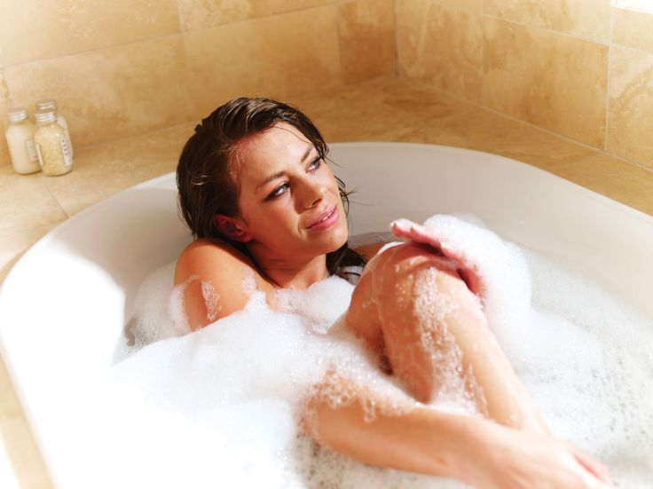 1000 Images About Bath And Woman On Pinterest Bubble Baths Milk Bath And Bath Tubs