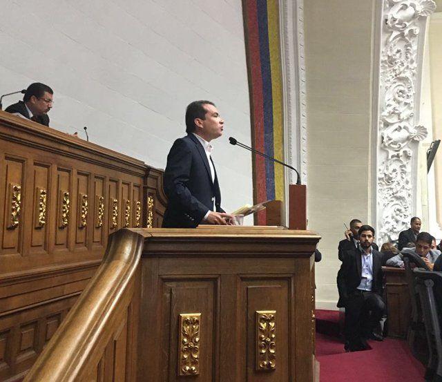 Tomás Guanipa pidió a la Fanb hacer respetar la soberanía Nacional - http://www.notiexpresscolor.com/2016/10/23/tomas-guanipa-pidio-a-la-fanb-hacer-respetar-la-soberania-nacional/