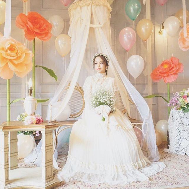 """*MILKY WAY* """"ミルキー""""というコンセプトの通り 乳白色を混ぜたような、 どこか優しいイメージで。 とてもクラシカルで繊細な レースで包まれたドレスと 優しいかすみ草のブーケと花冠が とーっても似合っていました♡ #TRUNKBYSHOTOGALLERY #wedding #weddingphoto #photoshooting #photospot #photospace #bigflower #paperflower #weddingplanner #結婚式 #結婚式場 #披露宴 #披露宴会場 #ウェディング #ウェディングドレス #ウェディングフォト #ウェディングプランナー #ウェディングアイデア #受付 #フォトスポット #フォトスペース #ブライダル #フォトウェディング #ジャイアントフラワー #ビックフラワー #ペーパーフラワー #バルーン #プレ花嫁 #ゼクシィ #takeandgiveneeds"""