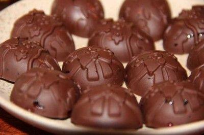 Шоколадные конфеты с курагой и вишневым джемом