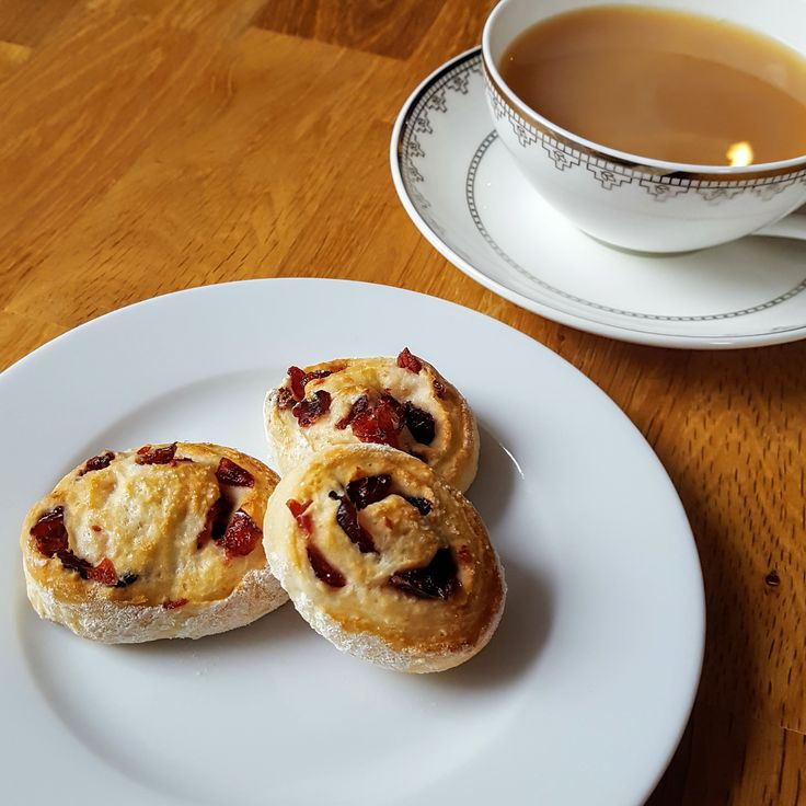 Das Rezept für Scones mit Cranberries und Griechischem Joghurt ist nicht nur lecker und fruchtig - die Kuchen sind auch ideal, wenn spontan Besuch kommt.