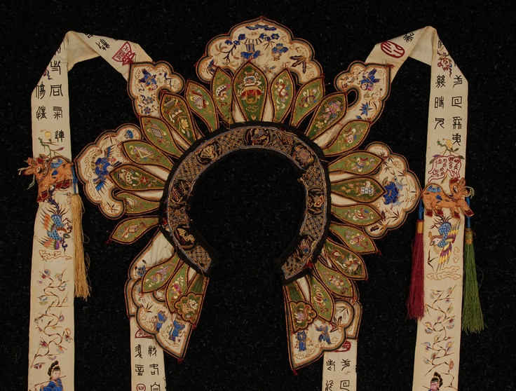 CHINESE SILK EMBROIDERED WEDDING COLLAR, EARLY 20th C ...