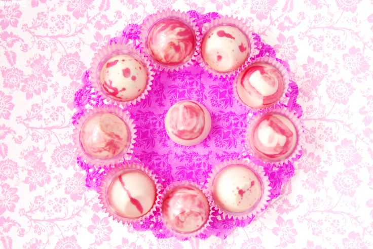 Strawberry-passion fruit white chocolates