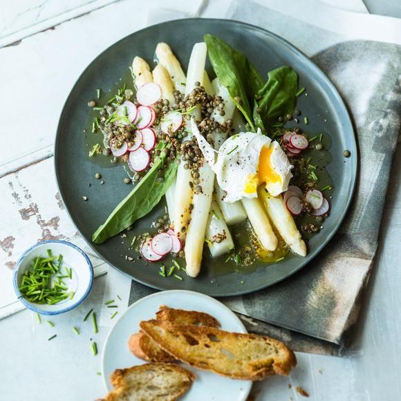 Rezept: Spargelsalat mit Ei und Linsen-Vinaigrette