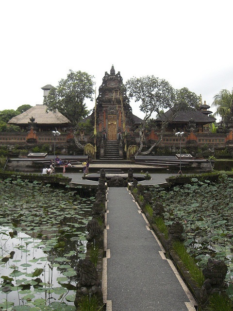 Bali Hindu temple in central Ubud, Dec 07