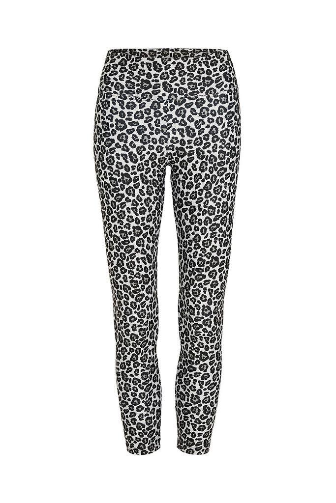 Silver Cheetah Standard Waist Printed Yoga Legging - 3/4 – Dharma Bums Yoga and Activewear