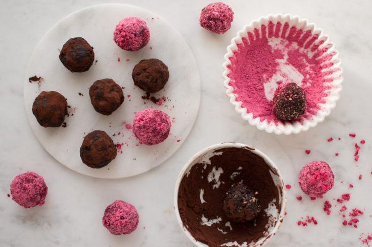 Fredagsguf – sveskekugler med kokos, kakao og kanel