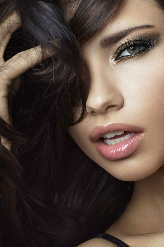 Adriana Lima for VS Beauty December 2011-brown-gold-eye-makeup