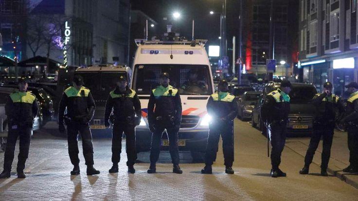 Eine Polizeisperre vor dem türkischen Konsulat in Rotterdam