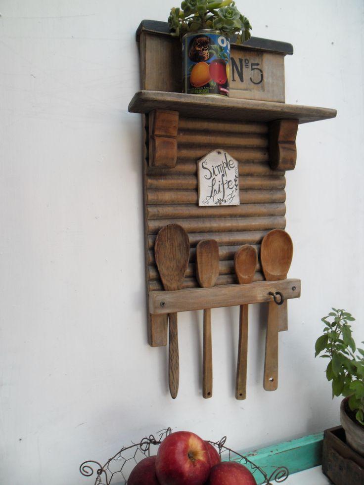 https://es.pinterest.com/nadasepierde/estantes-shelves/ Tabla de lavar + maderitas varias para ordenar cucharas!