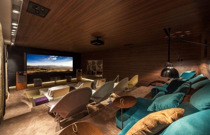 Conheça a Casa Alberto Dalva Simão (1954), com projeto de Oscar Niemeyer, e veja também os ambientes da Casa Cor MG 2013 que ocupa a residência histórica. Para navegar, é só clicar nas indicações acima