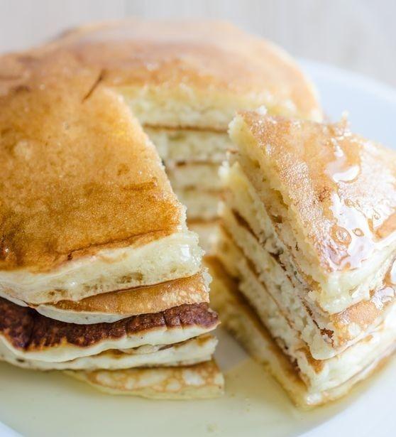 Aquí tienes algunas ideas para preparar un pastel de tortitas con diferentes rellenos: