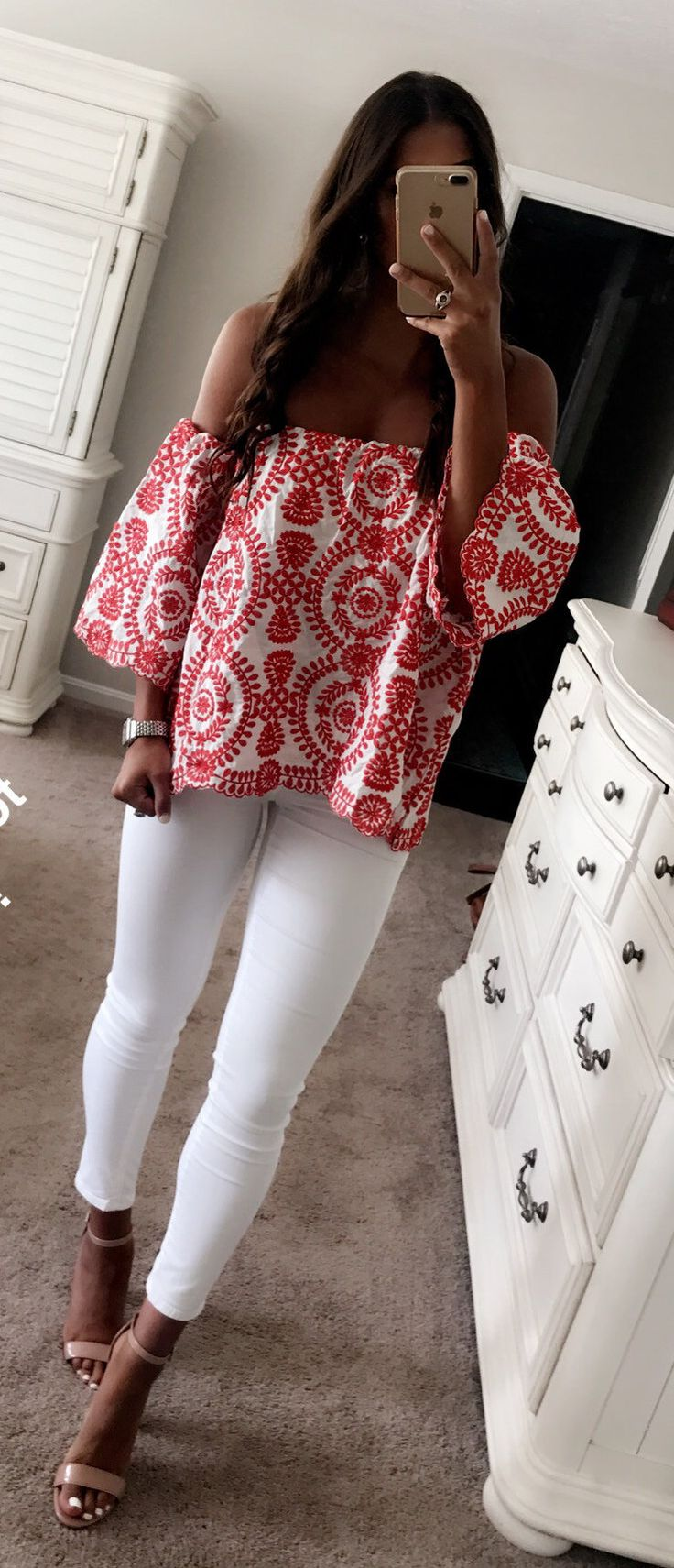 #summer #outfits Printed Off The Shoulder Top + White Skinny Jeans + Nude Sandals // Shop This Outfits In The Link