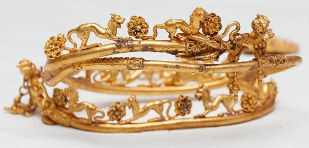 Thracian jewellery stunning miracle.   A newly discovered gold treasure near the village of Sveshtari sheds light on ancient rituals.  The gold fil­i­greed tiara with lion motifs is the most impress­ive arte­fact of the Svesh­tari treas­ure.