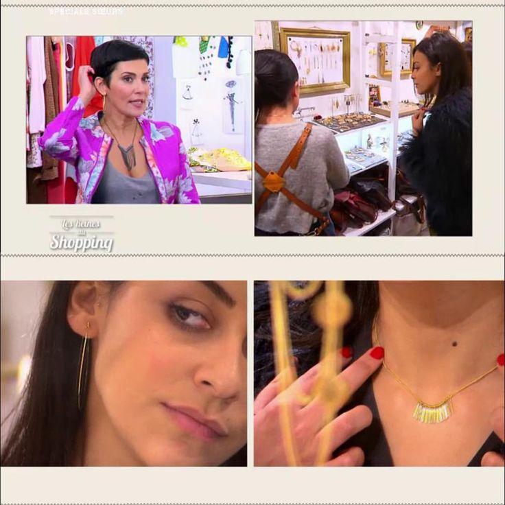 """💌 🎥 Merci à Reines du Shopping. Semaine spéciale """"Sexy avec un perfecto"""". Rachida a choisi les bijoux pour sa soeur Ilhem. #2plumes #ruesaintdenis #paris #bijoux #accessoires #boutique #parisian #parisienne #shopping #mode #decor #bonnesadresses #lesreinesdushopping #m6 @lesreinesdushoppingm6"""