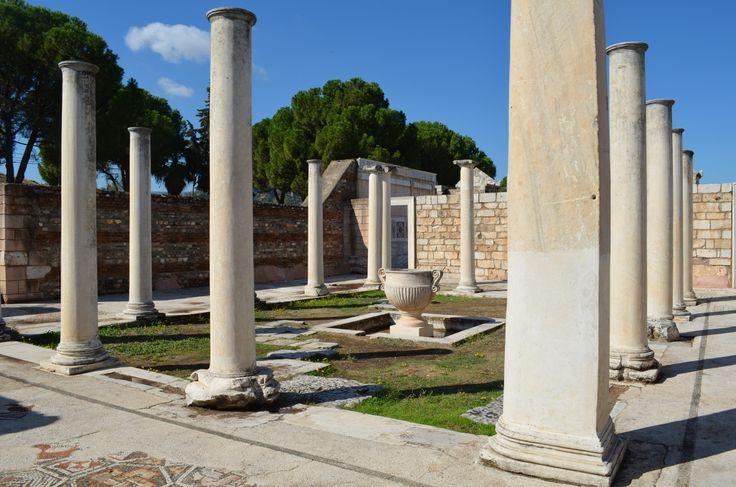 Sardes synagogue courtyard