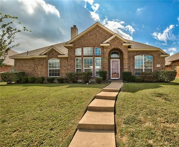 Single owner, light and bright, well-maintained #home in the Avalon Addition. 4 bedrooms and 3 bathrooms all downstairs with an enormous game room or possible 5th bedroom upstairs. #ListingOfTheDay #NewlyListed #RealEstate #Wylie #Texas . 1202 CAMELOT DRIVE, WYLIE, TX 75098 – 'bit Southern Realty Group   eXp Realty