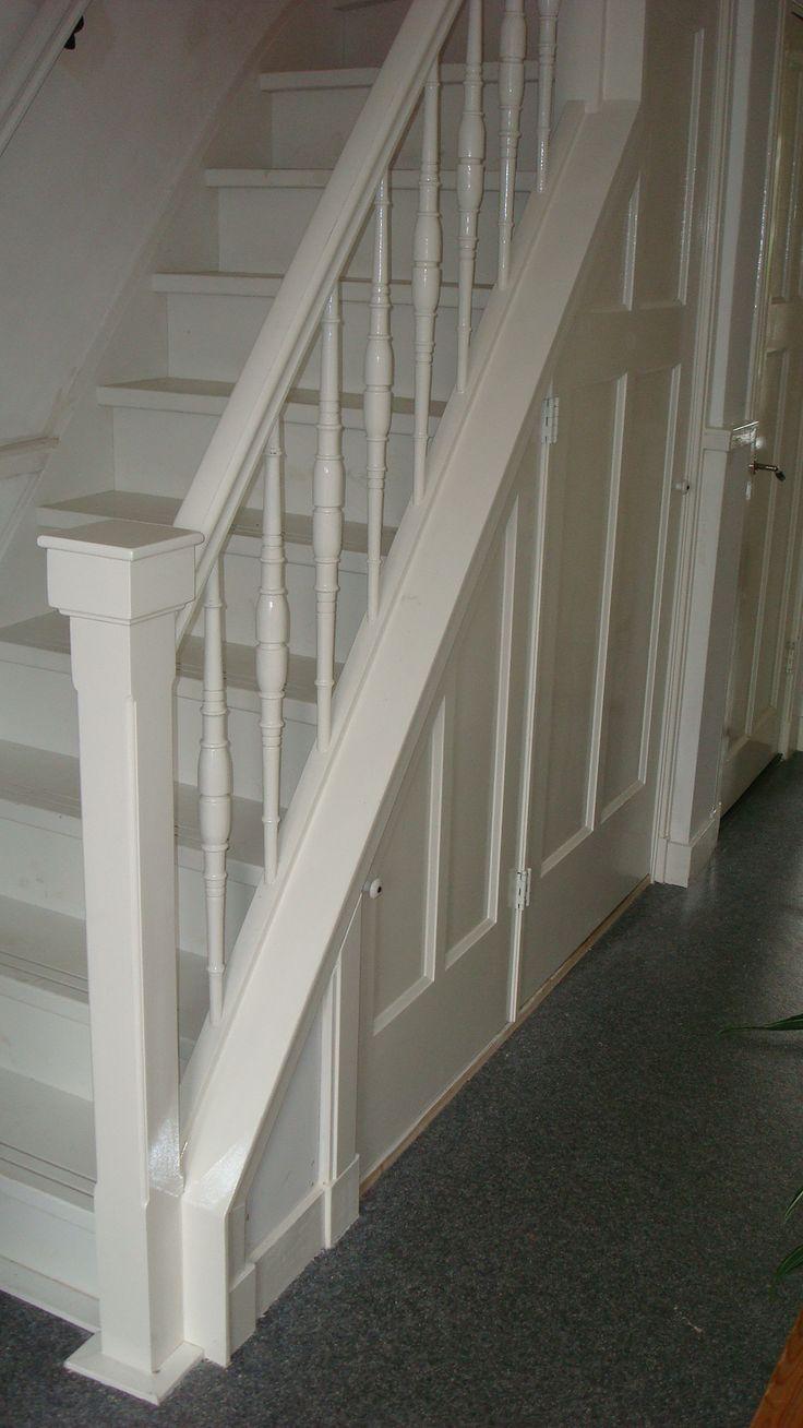 Mooie trap in jaren 30 stijl met opbergruimte stairway for Interieur ideeen gang