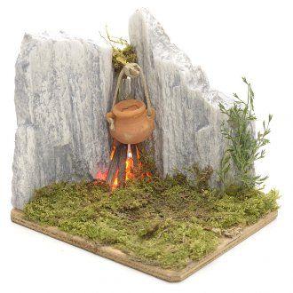 Fuego en resina entre las rocas pesebre