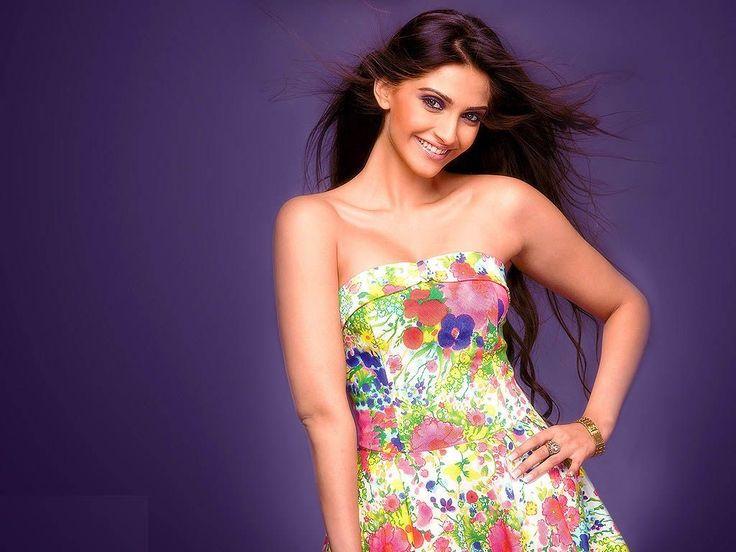Sonam Kapoor Bollywood Actress Wallpaper | HD Wallpapers