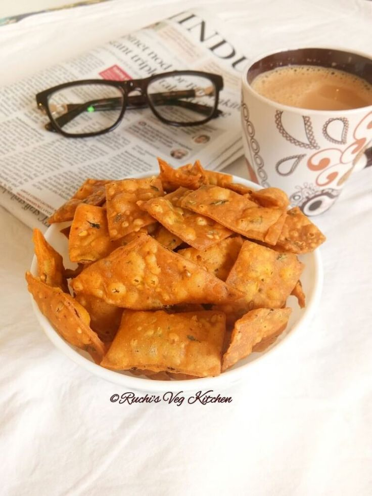 This mildly spiced savory snack is flavored with fresh Fenugreek leaves and spices like Carom Seeds, Sesame Seeds etc. Its perfect partner with cup of Tea/Coffee. This are also very popular t…
