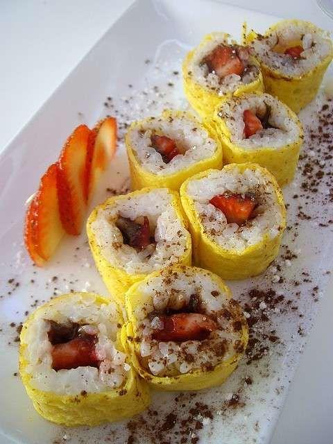 Ricette e varianti sushi dolce - Sushi omelette con nutella e fragole
