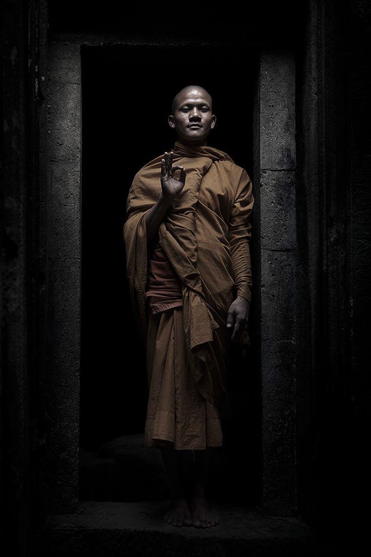 FLEMMING BO JENSEN – Monk in the shadows of Angkor