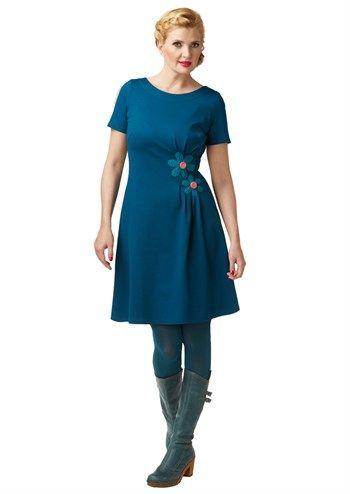 du Milde kjole Miss Mistletoe blå festkjole i kraftig kvalitet med fine pink detaljer