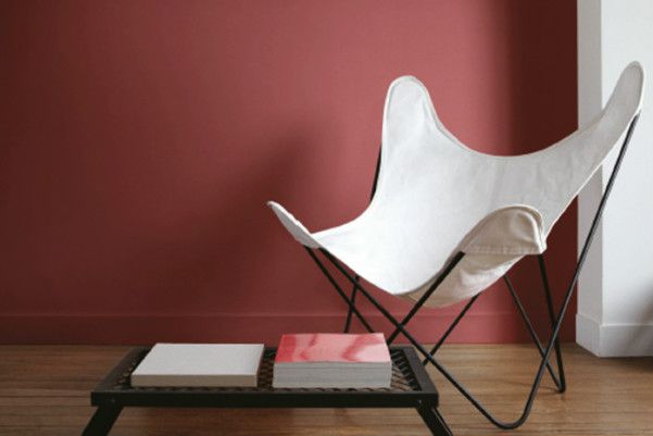 Teamed with minimalist furniture, marsala packs a powerful punch!