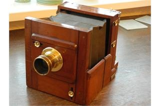 Antique tailboard camera for sale in Cumbernauld. Used second hand Garden antiques for sale in Cumbernauld. Antique tailboard camera available on car boot sale in Cumbernauld. Free ads on CarBootSaleScotland online car boot sale in Cumbernauld - 9779