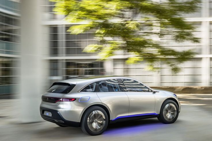 The production version of the SUV is expected to hit the roads in 2019, Dieter Zetsche, the head of the Mercedes-Benz car division, said at the Paris Motor Show press event.
