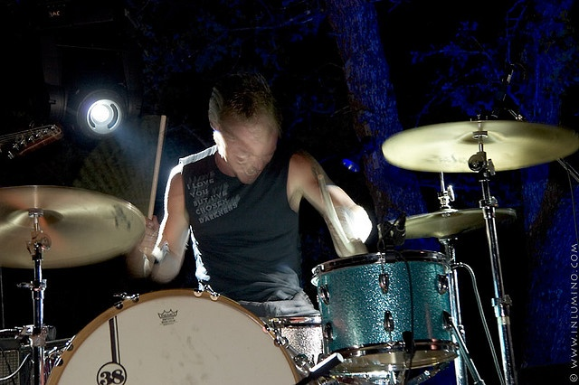 Erik Conn of Tia Carrera play the Real Ale Brewing Company anniversary party in June 2007