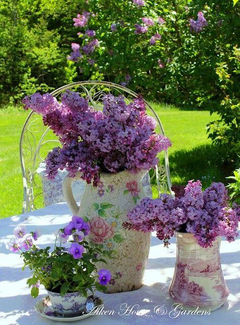 Tudo fica bonito com flores.