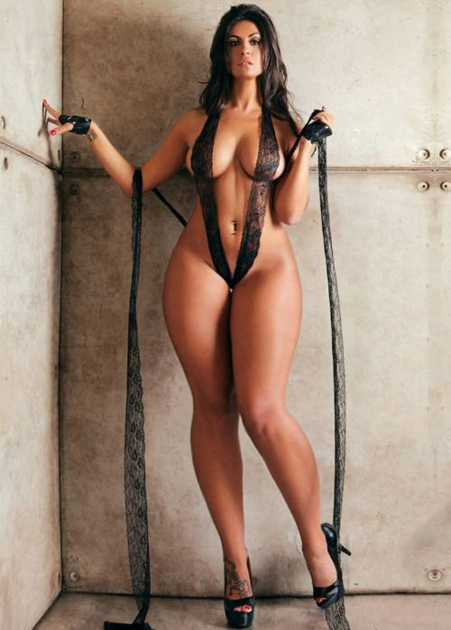 Фото женщин голых с широкими бедрами