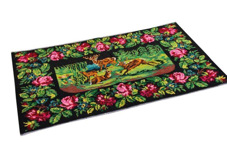 kelim met rozen nr 84 (195cm x 108cm) Handgeweven kelim in perfecte staat 30 tot 80 jaar oud. 590 euro www.rozenkelim.nl
