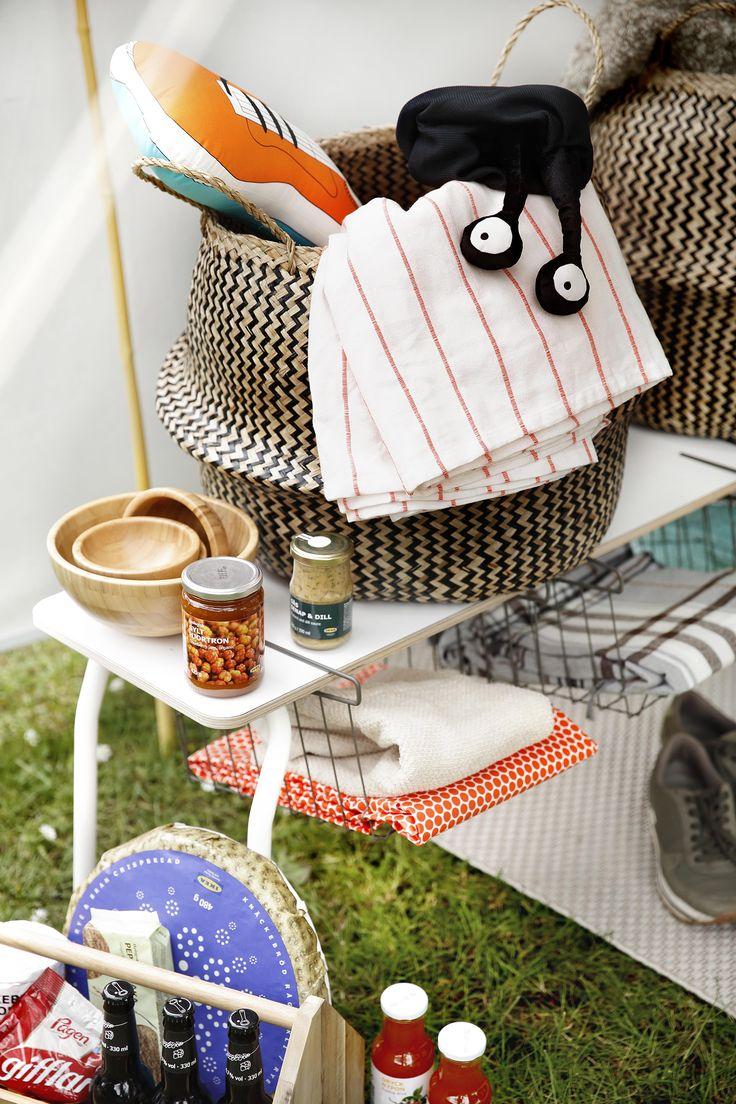 Inklapbaar meubulair is key. Dit is niet alleen handig bij het vervoer naar de camping, het neemt ook minder plek in als je de stoel of tafel even niet gebruikt.   #STUDIObyIKEA #IKEA #IKEAnl #kamperen #caravan #vakantie #vrij #styling #oplossing #ruimte #IKEAPS2014 #tafel #bank