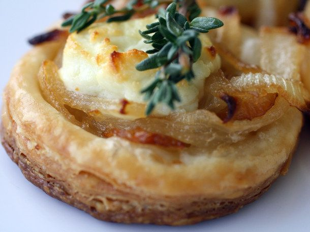 Goat cheese, sweet onions and thyme baked on a tart of pastry.: Thyme, Recipes, Cheese Tarts, Sweet Onions, Chee Tarts, Goats Cheese, Serious Eating, Serious Eats, Goat Cheese