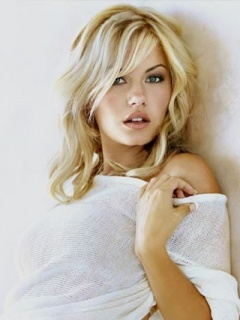 Elisha Cuthbert- dont know who she is but she is gorgeus! can i please look like her?!?